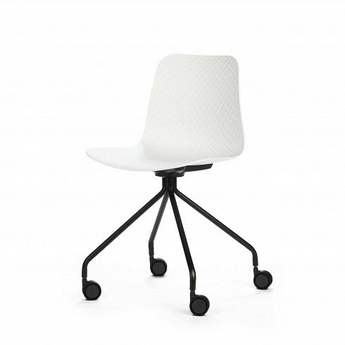 Стул Glide на колесикахИнтерьерные<br>Glide — небольшая коллекция интерьерных стульев, выполненная в соответствии с высокими требованиями к комфорту. Их дизайн разработан для дома, офиса и общественных мест. Модели коллекцииотличаются ножками — их цветом, формой и стилем. Дизайнер хотел создать универсальную линейку, в которой любой сможет найти себе подходящий вариант.<br> <br> Сиденье изготовлено полипропилена — современного материала, стойкого к механическим, температурным и световым воздействиям. Выбор материала гаран...<br>