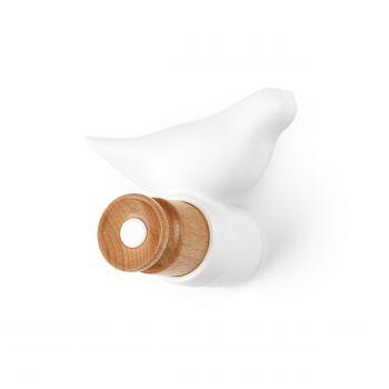Настенная вешалка BirdНастенные<br>Дизайн настенной вешалки Bird посвящен всем любителям скандинавского минимализма в интерьере. Причудливое и совершенно очаровательное изделие обязательно придется по вкусу тем, кто отдает предпочтение светлой цветовой гамме, поскольку изготовлено оно из светлой древесины бука, а также частично окрашено в белый цвет.<br> <br> Вешалку украшает миловидная фигурка певчей птички — особенно актуальный декоративный элемент для семей с детьми. Изделие также отлично смотрится в интерьере кухни в сти...<br>