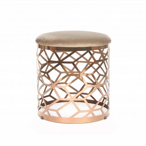 Кофейный стол AmletoКофейные столики<br>Сложная геометрия кофейного стола Almeto — отнюдь не единственная черта, делающая его дизайн столь притягательным. Хромированная подножка иматериалы природного происхождения также помогают вам влюбиться в его дизайн. Он идеально впишется не только в интерьер гостиной, но и спальной комнаты. Стол органично смотрится и в качестве прикроватного столика— на него можно поставить ночник или положить ваши украшения.<br> <br> Стол изготовлен из материалов природного происхождения—...<br>
