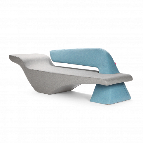 Диван PierceДвухместные<br>Выразительный и свежий дизайн дивана Pierce создан дизайнерами, которые тонко видят сочетания чувственностии скульптурных элементов. Они всегда ищут способсоздать новую форму, которая обязательно приятно заинтригует потребителя. Привлекательный дизайн дивана Pierce бросает вызов гравитации — сложный баланс обтекаемых форм создает крайне эффектный акцент, который оживит интерьер любого помещения. При этом диван не только красив, но иочень удобен.<br> <br> Диван оснащен съемным...<br>