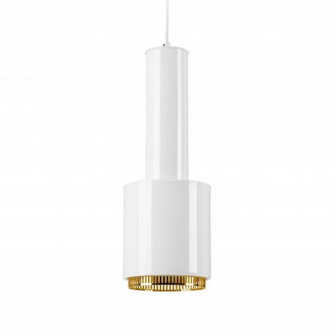 Подвесной светильник AltoПодвесные<br>Этот светильник был разработан дизайнером Альварой Аальто в1952 году.<br><br><br> Засвою форму эта подвесная лампа получила прозвище «граната». Эта модель светильника была размещена впомещениях Ассоциации Инженеров Финляндии ивзалах заседаний Ратуши финского муниципалитета Sдynдtsalo.<br><br><br> Alto был разработан, как точечный светильник, обеспечивающий прямое освещение, при этом распространяющий мягкий рассеянный свет, исходящий отверхней части плафо...<br><br>DESIGNER: Alvar Aalto