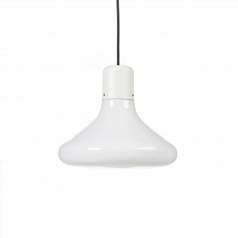 Подвесной светильник Form ConeПодвесные<br>Дизайн серии ламп разработан дизайнерской студией специально для Стокгольмского дома дизайна. Воснове серии простые формы: круг, прямоугольник итреугольник.<br><br><br>Идея светильника очень проста— абажуры изопалового стекла различной формы (круг, прямоугольник, треугольник) сгруппированы так, чтобы показать связь между формами ипроизвести должное впечатление. Формы иразмеры рассеивателей подобраны так, что светильники производят должное впечатление только т...<br>