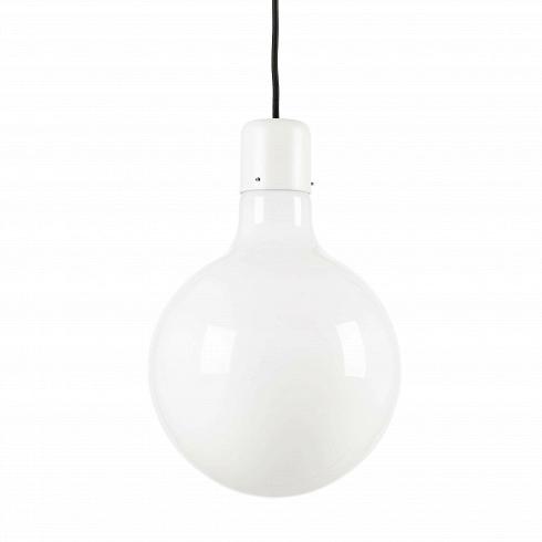 Подвесной светильник Form GlobeПодвесные<br>Дизайн серии ламп разработан дизайнерской студией специально для Стокгольмского дома дизайна. Воснове серии простые формы: круг, прямоугольник итреугольник.<br><br><br>Идея светильника очень проста— абажуры изопалового стекла различной формы (круг, прямоугольник, треугольник) сгруппированы так, чтобы показать связь между формами ипроизвести должное впечатление. Формы иразмеры рассеивателей подобраны так, что светильники производят должное впечатление только т...<br>