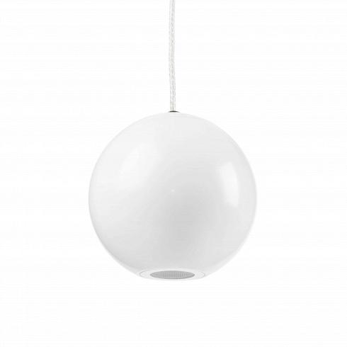 Подвесной светильник MoonПодвесные<br>Название светильника говорит само за себя: алюминиевый абажур в виде шара создаст впечатление, что у вас в доме поселилась маленькая полная Луна. А глянцевая белая поверхность будет напоминать о высоких технологиях будущего и космических кораблях.<br><br><br> Сам светильник является примером использования экономичных и эффективных технологий: светодиодные светильники дольше служат потребляют меньше энергии, при этом дают больше света – множество технологических плюсов в ярком оформлении.<br><br><br>...<br>