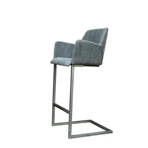 Стул барный Стив (STEVE BARSTOOL/Graphite66)Барные<br>ROOMERS – это особенная коллекция, воплощение всего самого лучшего, модного и новаторского в мире дизайнерской мебели, предметов декора и стильных аксессуаров. Интерьерные решения от ROOMERS – всегда актуальны, более того, они - на острие моды. Коллекции ROOMERS тщательно отбираются и обновляются дважды в год специально для вас.<br>