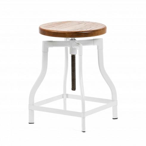 Табурет MachinistТабуреты<br>Особую атмосферу и уют в помещении легко создать, используя уникальную и экстравагантную мебель. Лучшие представители таковой — это авторские дизайнерские проекты, такие как модели великолепного табурета Machinist, классики 30-х годов.<br><br><br> Сиденье из натуральной ивы патинировано, что придает предмету положенный винтажной мебели оттенок старины. Ножки табурета представляют собой цельную конструкцию в форме колокола; подножки и винтовой механизм, регулирующий высоту сиденья, делают табур...<br>