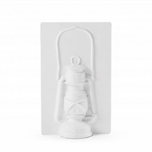 Настольный светильник Paperwork LanternНастольные<br>Настольный светильник Paperwork Lantern — это своеобразный вектор, устремленный изпрошлого вбудущее, проходящий через настоящее. Уникальный процесс производства настольного светильника Paperwork Lantern построен наиспользовании старинной ремесленной техники папье-маше иизвестных классических форм светильников. Использование современных LED-лампочек ипрессованной бумаги позволяют создавать светильники, которые безвредны для окружающей среды ибудут служи...<br>