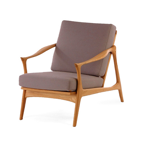 Кресло Model 711Интерьерные<br>Мебель Фредрика Кайзера яркая и функциональная, современная и легкая. Скандинавские черты в его работах перекликаются с необыкновенно красивой классикой и естественными линиями форм.<br><br><br> Именно таким является и кресло Model 711. Бук, использованный при создании этого кресла, обладает высоким качеством и прочностью древесины и ценится производителями мебели во всем мире. Деревянный каркас необычайно изящен и грациозен, а линии подлокотников напоминают настоящие побеги деревьев. Благодар...<br><br>DESIGNER: Fredrik Kayser