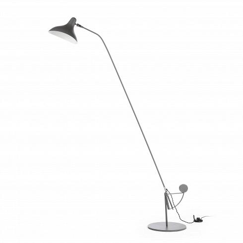 Напольный светильник MantisНапольные<br>Напольный светильник Mantis — это работа дизайнера Бернарда Шоттландера, которую он создал в 1951 году. Сам художник считает себя «дизайнером интерьеров и скульптором экстерьеров», поэтому его известный «богомол» (так переводится название светильника), может настраиваться по высоте и сгибу в зависимости от нужд владельца.<br><br><br> Настраиваемый функционал — одно из главных достоинств этого светильника. Очень удобно иметь возможность направить свет так, чтобы он падал под идеальным углом, или...<br>