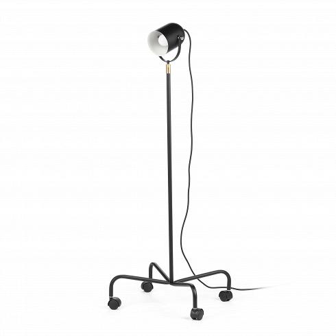 Напольный светильник TrundleНапольные<br>Напольный светильник Trundle — это универсальный светильник, который не только впишется в любой интерьер, но может еще и свободно по нему перемещаться. Его можно отнести сразу к нескольким стилям из-за его формы.<br><br><br> Светильник выполнен в форме маленького прожектора, который может одинаково стильно смотреться как на фабрике, в клубе, в ресторане, на сцене, так и в современной квартире-студии.<br><br><br> Низ светильника представляет собой четыре ножки на колесиках, это позволит вам передвига...<br>
