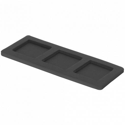 подставка-поднос CUBE для трёх предметов (1228)Посуда<br>Артикул: 1228. Эта подставка черного цвета поможет вам обозначить место для аксессуаров на раковине в ванной комнате или кухне. Поставьте на нее дозатор или мыльницу, стаканчик или контейнер. Главное - диаметр основания должен быть стандартным, 6х6 см. Как у всех аксессуаров для ваннной от Cult Design. Эксклюзив. Дизайн: Cult Design, Швеция.<br>