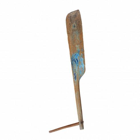 Руль корабельныйРазное<br>Руль корабельный — это часть лодки индонезийского рыбака. Артефакт. <br><br> Руль корабельный изготовлен из ценных твердых пород древесины (тик, махагон, суар), обладающих высокой износостойкостью, долговечностью и водоотталкивающими свойствами. Мебель и предметы декора из такой древесины подходят для использования как внутри помещения, так и снаружи. Покрыт натуральным шеллаком.<br> <br> Страна-производитель — Индонезия.<br>