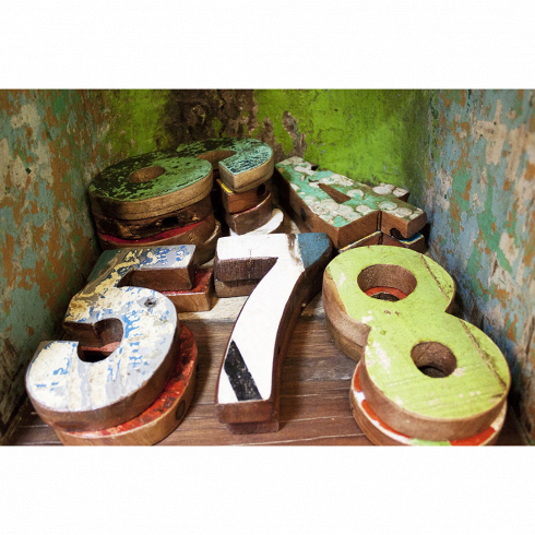 Цифры из корабельного бортаРазное<br>Цифры (любая на выбор) выполнены из фрагмента настоящего рыболовецкого судна, возраст которого 20-40 лет. Окрас сохранён оригинальный.. Цена указана за одну цифру.<br>