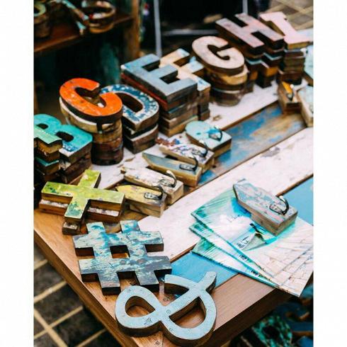 Буквы из корабельного бортаРазное<br>Буквы английского алфавита (любые на выбор). Цена указана за одну букву.<br><br>Выполнены из фрагмента настоящего рыболовецкого судна, возраст которого 20-40 лет. Окрас сохранён оригинальный.<br>