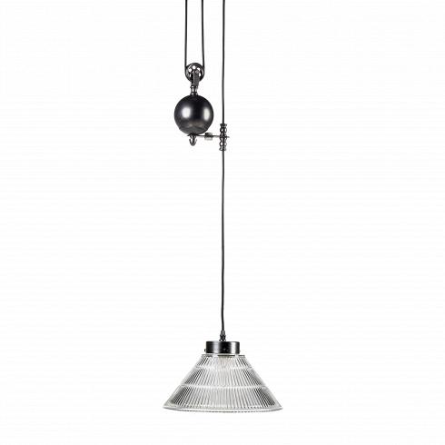 Подвесной светильник Pulley GlassconeПодвесные<br>Когда-то в старинных светильниках лебедка была вещью необходимой, иначе как по-другому было поднять наверх тяжелые свечи, которые использовались в люстрах? С изобретением электричества подъемные механизмы не ушли в небытие, а перепрофилировались — с их помощью стали чистить сложные хрустальные конструкции люстр, канделябров и светильников. Ну а в нашу эру высоких технологий лебедка не столько практичная вещь, которая поддерживает люстру и помогает регулировать ее высоту, но главным образо...<br>