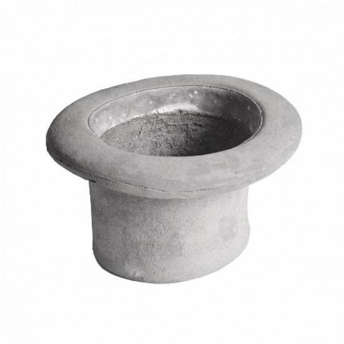 Кашпо Chapeau CilindroКашпо<br>Кашпо Chapeau Cilindro — это ваза изцемента, выполненная ввиде шляпы, которую можно использовать как вазу для цветов или живых растений или даже как ведро для льда. Разработанные дизайнером Маркантонио Раймонди Малерба для Seletti водонепроницаемые кашпо Chapeau Cilindro— это идеальный подарок для важных вам людей, что любят яркие и необычные вещи. <br><br> Данная модель не что иное, как цилиндр. Цилиндры были актуальны на протяжениимногих столетий, и как чудно, что...<br>
