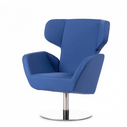 Кресло CosyИнтерьерные<br>Кресло Cosy спроектировал Маттиас Демакер, немецкий дизайнер, родившийся в 1970 году. Он одновременно обучался дизайну, работал в архитектурных студиях и сотрудничал с различными мастерскими. Особенность стиля Демакера — создавать простые, но изысканные предметы мебели. Например, кресло Cosy, которое выпускает компания Softline. Датская компания Softline была основана в 1979 году, и ее создатели не отступали от генеральной линии скандинавского минимализма ни на шаг. Их девизом стали ди...<br><br>DESIGNER: Matthias Demacker