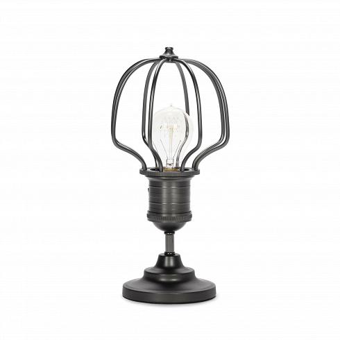 Настольный светильник DeidalosНастольные<br>Настольный светильник Deidalos — это настоящий шедевр нью-йоркского индустриального стиля лофт. Характерные для этого стиля черты — эпатажный внешний вид и особая функциональность — особенно хорошо сочетаются в данном светильнике.<br><br><br> Настольный светильник Deidalos изготовлен из прочной стали черно-серого цвета. Для придания характерной для индустриального стиля грубости сталь имеет искусственно состаренный вид, благодаря чему достигается особая атмосфера вокруг этого предмета освещения....<br>