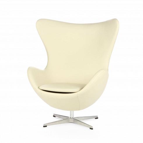 Кресло EggИнтерьерные<br>Арне Якобсен разработал дизайн кресла для Королевского отеля в Копенгагене – где плавные скульптурные формы Egg играли на контрасте со строгим конструктивизмом здания. Мгновенно принеся славу своему создателю, оно стало олицетворением датского стиля в интерьере по всему миру. И все благодаря крайне удачно реализованному в кресле стремлению к уединению и абсолютному комфорту. Его геометрия достаточна проста, но при этом эргономичные формы кресла создают эффект объятий. Добавьте к этому иск...<br><br>DESIGNER: Arne Jacobsen