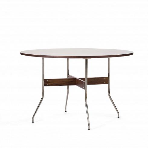 Обеденный стол Wellington круглыйОбеденные<br>Обеденный стол — один из важнейших предметов мебели, который служит не только для приема пищи, но и является тем местом в доме, за которым собирается вся семья чтобы побеседовать или просто приятно провести время за настольной игрой.<br><br><br> Стол Wellington круглый имеет одновременно изящную и простую конструкцию. Круглая столешница из американского ореха (благородной породы дерева, известной своей прочностью и красотой) крепится на стильной конструкции длинных тонких ножек из хромированной...<br>