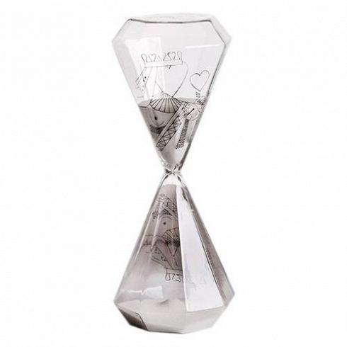 Песочные часы Si-Time Queen на 60 минутЧасы<br>Итальянские дизайнеры из компании Seletti чтут традиции модернизма, не забывая о старинных канонах красоты, искрещивают новые формы и цвета с классическим декором, получая при этом ни на что не похожие предметы.<br><br><br> Компания была создана еще в шестидесятых, один из ее основателей Романо в то время активно путешествовал по востоку Китая и привез в Европу предметы интерьера из бамбука, посуду и скатерти с восточным колоритом. О восточной мудрости напоминает нам коллекция песочных ч...<br>
