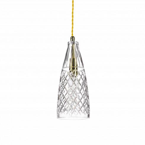 Подвесной светильник Crystal GobletПодвесные<br>А что, позвольте поинтересоваться, ваза забыла у вас на потолке? И почему ко всему прочему она светит?<br> <br> А потому что дизайнерыподвесного светильника Crystal Goblet-большие виртуозы в своем деле. Материал, цвет, объемный узор - все это прямая отсылка к хрустальным вазам, которые по-прежнему хранятся у многих из нас. Но глядя на них никто не ожидал, что из них вышел бы отличный дизайнерский светильник! Свет, проходящий сквозь стенки изделия, изящно преломляется в г...<br>