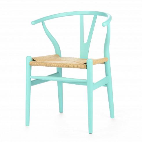 Стул Wishbone окрашеныйИнтерьерные<br>Стул Wishbone был разработан в1949 году передовым датским дизайнером мебели Хансом Вегнером. Стул Wishbone был создан под впечатлением отпросмотра классических портретов датских торговцев, сидящих накитайских стульях династии Мин. Свое название стул Wishbone («вилка») получил заспецифическую форму спинки сиденья.<br><br><br> Также известный как CH24, стул Wishbone окрашенный широко используется при оформлении, например, столовых, атакже прочих помещений, легко впис...<br><br>DESIGNER: Hans Wegner