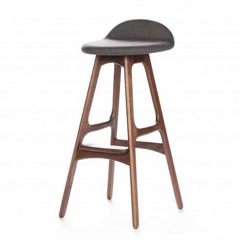 Барный стул Buch 3Барные<br>Высокий барный стул Buch 3 создан еще в1960 году дизайнером Эриком Буком, который посвятил всю свою жизнь дизайну и архитектуре. У Эрика Бука было свыше 30 коммерчески успешных дизайн-проектов, среди которых самым успешным стал именно этот барный стул, который нашел свое место в миллионах домов по всему миру. Сегодня же стулья, сконструированные Эриком Буком, по-прежнему производятся на фабриках в различных странах по оригинальным эскизам.<br><br><br><br><br> Этот барный стул крайнеизя...<br><br>DESIGNER: Erik Buch