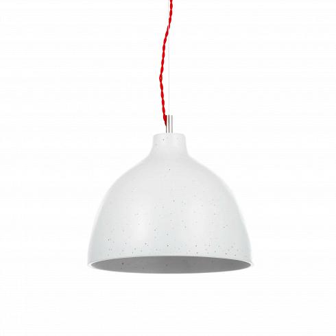 Подвесной светильник Grain диаметр 29Подвесные<br>Стильный подвесной светильник Grain диаметр 29 - один из одноименной коллекции светильников в стиле лофт. Белая и сераялампы Grainот компании Cosmo выполнены в одно стилистике, благодаря чему подходят для декорирования одного интерьера. Их можно подвешивать в разных частях комнаты или же рядом друг с другом на разной высоте.<br> <br> Мелкое тиснение по площади абажура отнюдь не является браком. Эта зернистость добавляет в облик изделия гранжевости и освежает его.<br> <br> Белый цв...<br>