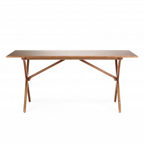 Обеденный стол CrossОбеденные<br>Этот обеденный стол с Х-образными ножками является одним из знаменитых дизайнов датской классики, созданных ещев 60-х годах.<br><br><br> Стол Crossизготовлен из древесины ясеня или американского ореха. Эти материалы обладают высокой прочностью и красивой текстурой. Ножки изготовлены из такой же качественной древесины и собраны в оригинальную Х-образную конструкцию, которая удивит вас своим интересным внешним видом и необычайной функциональностью, ведь такая конструкция создает прочн...<br>