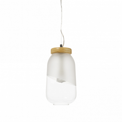 PompaВероятно, авторы этого минималистичного светильника вдохновлялись изобретением Томаса Эдисона 1880 года. Присмотревшись к обычной лампе накаливания, они увидели в ней первозданную красоту без необходимости заключать ееввычурный плафон. Поэтому их лампочка хранится в лаконичном, наполовину матовом плафоне-банке с деревянной «крышечкой».<br><br>Оживить интерьер поможет комбинация из нескольких светильников Frasco – просто и эффектно. Возьмите несколько ламп и подвесьте их на разной высо...<br>