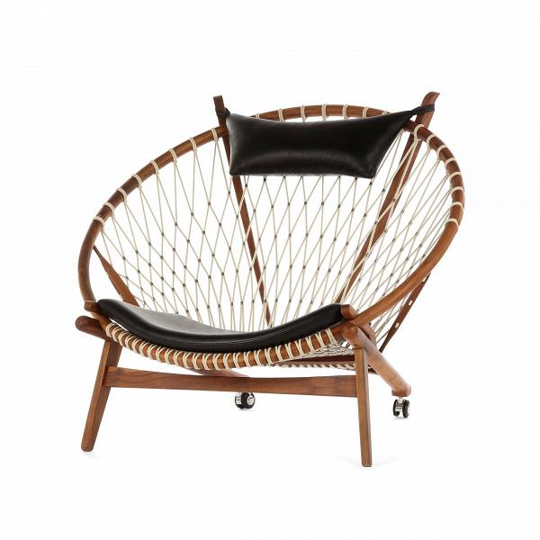 Кресло CircleИнтерьерные<br>Дизайнерское кресло Circle (Сёркл) из дерева округлой формы с сеткой от Cosmo (Космо).<br><br><br> ЗаВсвою жизнь Ханс Вегнер спроектировал свыше 500 стульев, изВкоторых более 100 вошли вВмассовое производство. Наряду сВАрне Якобсеном онВбыл провозглашен проектировщиком, способствовавшим популяризации датского дизайна вВсередине прошлого столетия. Кресла Ханса Вегнера считаются одними изВсамых красивых вВмире. ВВтоВже время они отражают его понима...<br><br>stock: 0<br>Высота: 97<br>Высота сиденья: 36<br>Ширина: 113<br>Глубина: 94,5<br>Материал каркаса: Массив ореха<br>Материал обивки: Кожа делюкс<br>Тип материала каркаса: Дерево<br>Коллекция ткани: Deluxe<br>Тип материала обивки: Кожа<br>Цвет обивки: Черный<br>Цвет каркаса: Орех американский<br>Дизайнер: Hans Wegner