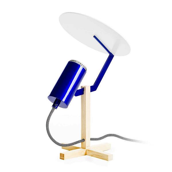 Настольный светильник LabwareНастольные<br>Дизайнерский синий настольный светильник Labware (Лэбвейр) в стиле индастриал от Cosmo (Космо).<br><br> Активные и предприимчивые, нестандартные и свободолюбивые — так характеризуются люди, отдающие предпочтение стилю в духе индастриал. Им требуется много открытого пространства, они предпочитают помещения, сочетающие в себе неотделанные стены и потолки с самыми современными технологическими аксессуарами. Именно под этот стиль идеально подходит настольный светильник Labware.<br><br><br> Внешне он оч...<br><br>stock: 3<br>Высота: 36,5<br>Ширина: 19,5<br>Длина: 23,5<br>Материал абажура: Сталь<br>Материал арматуры: Дерево<br>Ламп в комплекте: Нет<br>Напряжение: 220<br>Тип лампы/цоколь: LED<br>Цвет абажура: Синий