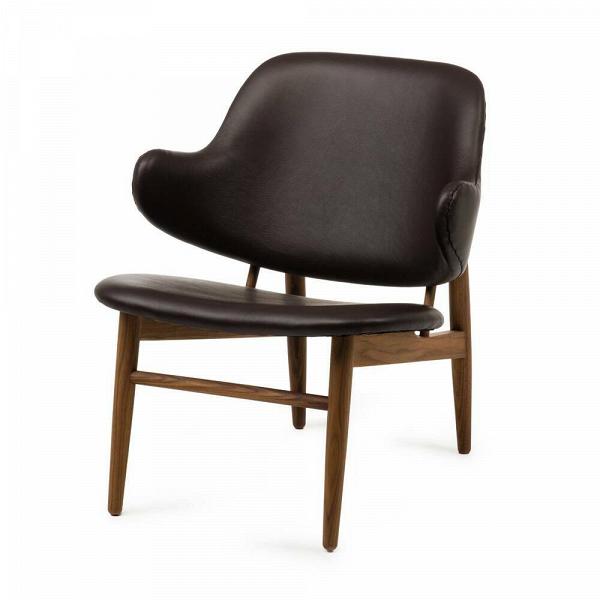 Кресло KofodИнтерьерные<br>Дизайнерское легкое яркое кресло Kofod (Кофод) с широкой спинкой без подлокотников от Cosmo (Космо).<br><br><br> В пятидесятые-шестидесятые годы творения датского архитектора и дизайнера Иба Кофод-Ларсена незаслуженно игнорировались и не пользовались успехом в его родной Скандинавии. Возможно, шведы (а он работал именно наВэтом рынке) сочли его мебель слишком уж лаконичной и минималистичной, но сегодня на волне моды на скандинавский дизайн с его простотой и утилитарностью сложно представить...<br><br>stock: 0<br>Высота: 76,5<br>Высота сиденья: 40<br>Ширина: 66<br>Глубина: 67,5<br>Цвет ножек: Орех американский<br>Материал ножек: Массив ореха<br>Коллекция ткани: Deluxe<br>Тип материала обивки: Кожа<br>Тип материала ножек: Дерево<br>Цвет обивки: Шоколадно-коричневый<br>Дизайнер: Ib Kofod Larsen