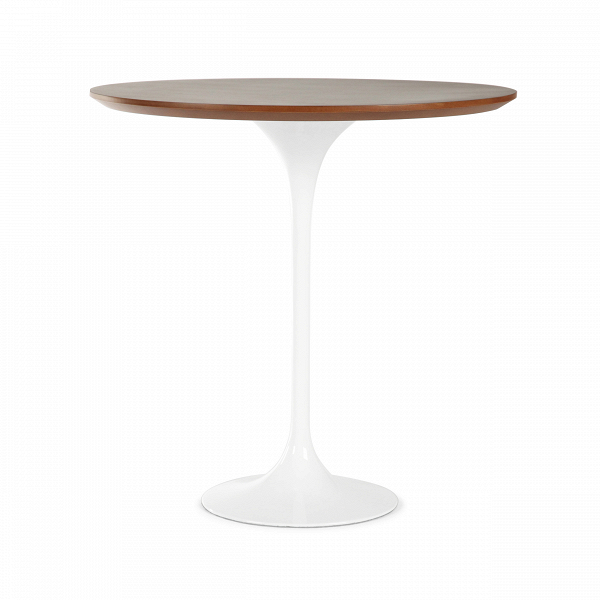 Кофейный стол Tulip с деревянной столешницей высота 52Кофейные столики<br>Дизайнерский кофейный светлый стол Tulip (Тулип) высота 52 на глянцевой ножке с деревянной столешницей от Cosmo (Космо).<br><br><br> Простой и оригинальный во всех отношениях кофейный стол Tulip. Шикарный пример бессмертия дизайнерской мысли. Четкость линий и ничего лишнего. Эргономика, как и во всех шедеврах Ээро Сааринена, просто на высоте. Проекты великого мастера всегда отличаются своей практичностью и красотой. Долгие годы Сааринен не выходит из моды, и сейчас крайне популярен. Изначально, ...<br><br>stock: 21<br>Высота: 52,5<br>Диаметр: 52<br>Цвет ножек: Белый глянец<br>Цвет столешницы: Темно-коричневый<br>Материал столешницы: МДФ, шпон розового дерева<br>Тип материала столешницы: МДФ<br>Тип материала ножек: Алюминий<br>Дизайнер: Eero Saarinen