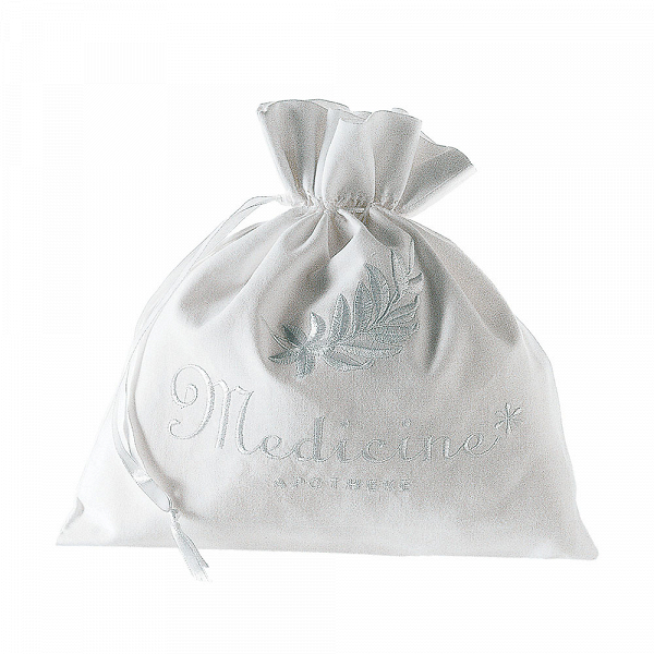 Сумка ApothekeРазное<br>Дизайнерская белая хлопковая сумка-мешок Apotheke (Апотек) для белья и одежды от Seletti (Селетти).<br><br>     Итальянский бренд Seletti производит не только суперсовременные и зачастую провокационные предметы декора, но и вполне традиционные вещи, позаимствованные из мира беленых домиков, черепичных крыш и старых олив на побережье.<br><br><br>     Коллекция хлопчатобумажных мешочков и чехлов для белья и одежды так и называется — Guardaroba Mediterraneo, «Средиземноморский гардероб». Размеры и назначе...<br><br>stock: 34<br>Ширина: 25<br>Материал: Хлопок<br>Длина: 25