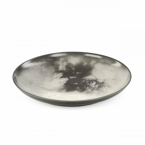 Тарелка TitanПосуда<br>Перенесите свой обеденный стол в далекие и неизведанные уголки Вселенной вместе коллекцией посуды от Seletti. Данная коллекция разработана совместно с компанией Diesel, которая успешно создает свои тренды не только в области производства одежды, но интерьера. <br> <br> В соотношении с целой Вселенной обеденная зона — это крохотный уголок, но с коллекцией Cosmic Dinner это вовсе не так. Эти модные планетарные тарелки будто расширяют границы возможного и приглашают всю Вселенную к вам на обед. <br> <br>...<br><br>stock: 20<br>Высота: 3<br>Материал: Фарфор<br>Цвет: Серый<br>Диаметр: 26