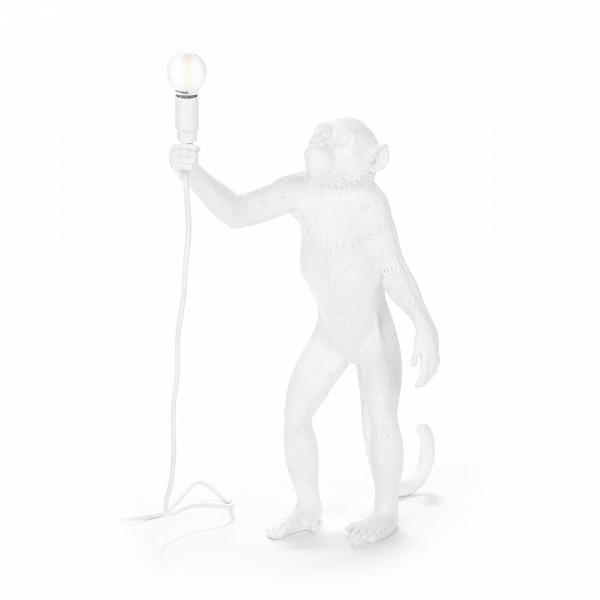 Настольный светильник Monkey 1Настольные<br>Дизайнерский белый настольный светильник Monkey (Манки) в форме обезьяны от Seletti (Селетти).<br><br>Преобразите свой интерьер с помощью настольного светильника Monkey 1 от компании Seletti. Это яркий модный анималистичный светильник для тех, кто в интерьере ищет единения с природой. Основной материал, из которого сделана эта очаровательная обезьянка, — смола. Она пластична и именно благодаря ей зверек выглядит так реалистично. Изделие оснащено 45-сантиметровым кабелем и светодиодной лампой. L...<br><br>stock: 6<br>Высота: 54<br>Ширина: 27,5<br>Длина: 46<br>Материал абажура: Смола<br>Цвет абажура: Белый