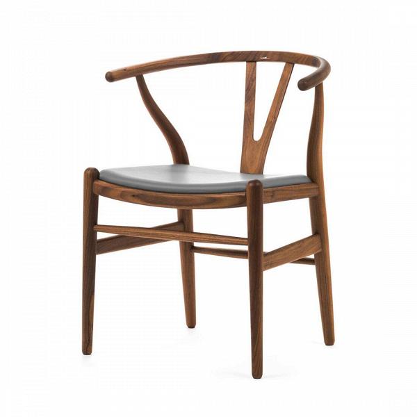 Стул Wishbone кожаныйИнтерьерные<br>Дизайнерский стул Wishbone (Уишбон) из дерева с кожаным сиденьем от Cosmo (Космо).<br>Стул Wishbone кожаный был разработан вВ1949 году передовым датским дизайнером мебели Хансом Вегнером. Стул Wishbone был создан под впечатлением отВпросмотра классических портретов датских торговцев, сидящих наВкитайских стульях династии Мин. Свое название стул Wishbone («вилка») получил заВспецифическую форму спинки сиденья.<br><br><br><br> Оригинальный стул Wishbone кожаный широко используется при...<br><br>stock: 0<br>Высота: 73,5<br>Высота сиденья: 42,5<br>Ширина: 55,5<br>Глубина: 53,5<br>Материал каркаса: Массив ореха<br>Тип материала каркаса: Дерево<br>Цвет сидения: Темно-серый<br>Тип материала сидения: Кожа<br>Коллекция ткани: Harry Leather<br>Цвет каркаса: Орех<br>Дизайнер: Hans Wegner
