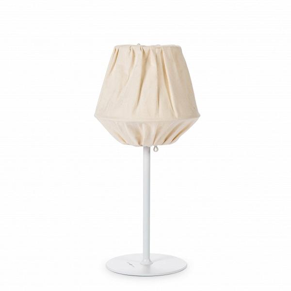 Настольный светильник BaklavaНастольные<br>Дизайнерский настольный светильник Baklava (Баклава) с абажуром из ткани от Cosmo (Космо).<br><br> Трехслойный тканевый абажур настольного светильника Baklava напоминает слоеное тесто одноименной восточной сладости. Особенность конструкции абажура в том, что при включении светильника цвет его нижней части отличается от верхней. Таким образом, ночью из лампы льется мягкий, по-особенному теплый свет. МодельВсветильникаВсоздавалась для отеля класса люкс — дизайнерская группа Claesson Ko...<br><br>stock: 2<br>Высота: 61<br>Диаметр: 28<br>Количество ламп: 1<br>Материал абажура: Ткань<br>Мощность лампы: 60<br>Ламп в комплекте: Нет<br>Напряжение: 220<br>Тип лампы/цоколь: E27<br>Цвет абажура: Белый<br>Дизайнер: Claesson Koivisto Rune