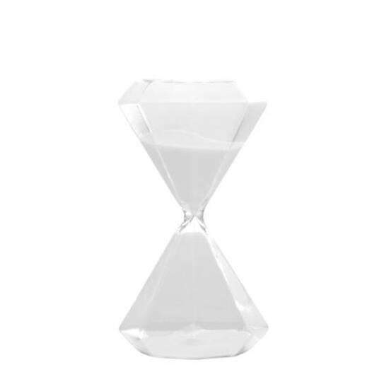 Песочные часы Seletti Diamond на 30 минутЧасы<br>Дизайнерские песочные белые часы Seletti Diamond (Селетти Даймонд) на 30 минут от Seletti (Селетти).<br><br> Итальянские дизайнеры из компании Seletti чтут традиции модернизма, не забывая о старинных канонах красоты, иВскрещивают новые формы и цвета с классическим декором, получая ни на что не похожие предметы.<br><br><br> Компания была создана еще в шестидесятых, один из ее основателей Романо в то время активно путешествовал по востоку Китая и привез в Европу предметы интерьера из бамбука, посу...<br><br>stock: 0<br>Высота: 19<br>Материал: Стекло<br>Диаметр: 10