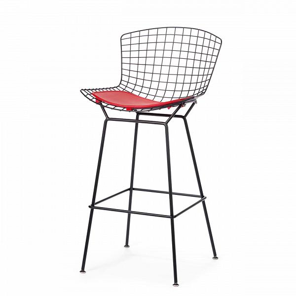 Барный стул BertoiaБарные<br>Дизайнерский черный барный стул Bertoia (Бертоя) с красным сиденьем от Cosmo (Космо). <br><br> ВВ1950 году Гарри Бертойя активно экспериментировал над применением технологий гибки стальных прутьев вВсфере мебельного производства. Результатом опытов этого американского дизайнера, соратника четы Имзов, стал изящный барный стул Bertoia.<br><br><br> Оригинальный барный стул BertoiaВ— это инновационный, удобный иВодновременно солидный стул.ВЕго легкая изящность может иВне&amp;nbsp...<br><br>stock: 0<br>Высота: 104<br>Высота сиденья: 75,5<br>Ширина: 52,5<br>Глубина: 59<br>Цвет ножек: Черный<br>Цвет сидения: Красный<br>Тип материала сидения: Кожа<br>Коллекция ткани: Standart Leather<br>Тип материала ножек: Сталь<br>Дизайнер: Harry Bertoia
