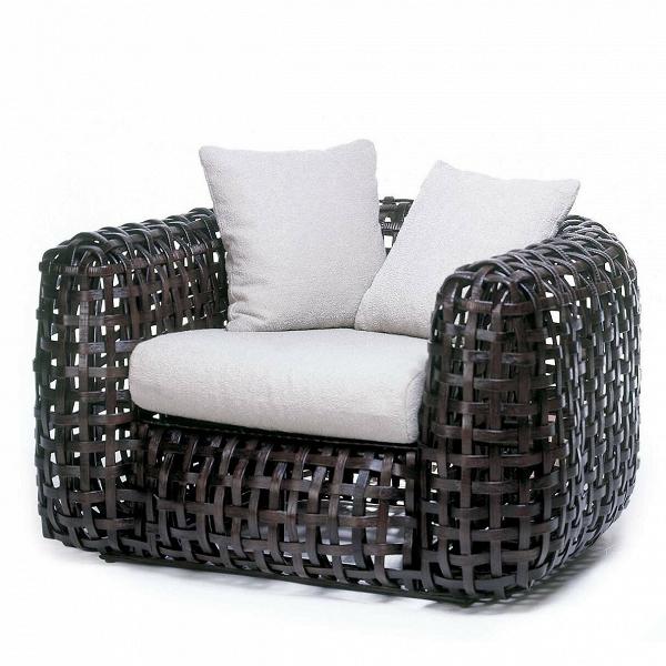 Кресло MatildaУличная мебель<br>Дизайнерское Уличное кресло Matilda (Матильда) из ротанга с мягкими вставками от Kenneth Cobonpue (Кеннет Кобонпу) <br><br><br> Филиппинский дизайнер Кеннет КобунпуВ— непревзойденный мастер сочетания натуральных природных материалов сВсовременными технологиями. Форма уличного кресла Matilda как будто копирует внешний облик классической дорогой мебели для гостиной. Ротанговая пальма, изВкоторой выполнено кресло, передает теплоту иВприятную мягкую текстуру плетеной мебели. Плав...<br><br>stock: 2<br>Высота: 63<br>Ширина: 110<br>Глубина: 100<br>Сфера использования: Уличное использование<br>Материал каркаса: Ротанг искусственный<br>Тип материала каркаса: Полиэтилен<br>Цвет сидения: Серый<br>Тип материала сидения: Ткань<br>Цвет каркаса: Коричневый<br>Дизайнер: Kenneth Cobonpue