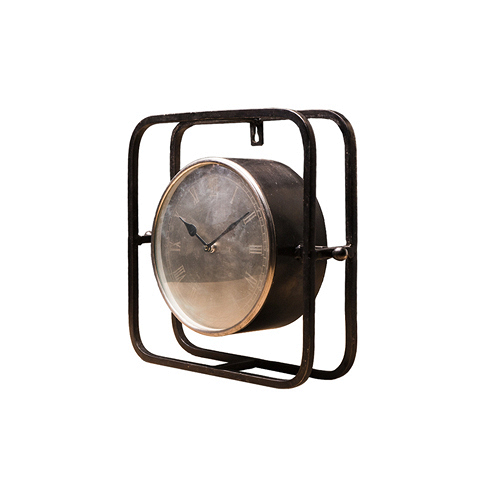 Часы (2181R)Часы<br>Дизайнерские серые часы из стекла и металла от Roomers (Румерс).<br><br>stock: 6<br>Высота: 31<br>Ширина: 10<br>Материал: металл, стекло<br>Цвет: Grey<br>Длина: 32<br>Ширина: 10<br>Высота: 31<br>Длина: 32