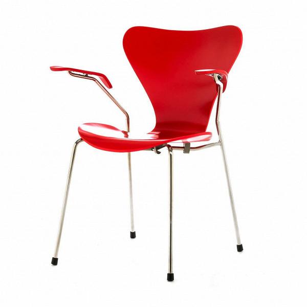 Стул S7 c подлокотникамиИнтерьерные<br>Дизайнерский легкий яркий стул S7 (С7) c подлокотниками на металлическом каркасе с деревянными сиденьем и спинкой от Cosmo (Космо).<br><br>     Эта фантазия на тему знаменитого стула «Муравей» гения датского минимализма Арне Якобсена, который он довел доВсовершенства в своей «Серии 7» 1955 года, придется поВвкусу всем: дети оценят необычную форму стула, а взрослые — лаконичный дизайн и функциональность.<br><br><br>     Выглядит он просто: четыре ножки из стали и каркас из натурального дерева,...<br><br>stock: 6<br>Высота: 75,5<br>Высота сиденья: 42<br>Ширина: 60<br>Глубина: 55,5<br>Цвет ножек: Хром<br>Материал сидения: Массив березы<br>Цвет сидения: Красный<br>Тип материала сидения: Дерево<br>Тип материала ножек: Сталь нержавеющая<br>Дизайнер: Arne Jacobsen