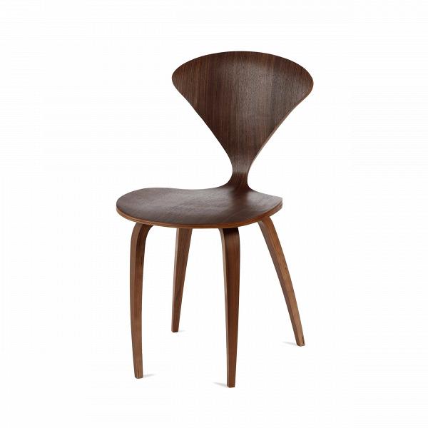Стул ChernerИнтерьерные<br>Дизайнерский утонченный деревянный стул Cherner (Чернер) на тонких ножках без подлокотников от Cosmo (Космо).<br><br>     Американский дизайнер Норман Чернер с 1947 по 1949 год проработал вВМузее современного искусства в Нью-Йорке, гдеВдосконально изучил труды идеологов баухауса, и в своих творениях решил следовать их заветам — создавать недорогую удобную мебель, которую мог бы себе позволить каждый. Он одним из первых стал применять фанеру — недорогой и легкий материал, и вВ1958 г...<br><br>stock: 50<br>Высота: 81,5<br>Высота сиденья: 44,5<br>Ширина: 46<br>Глубина: 52<br>Материал каркаса: Фанера, шпон ореха<br>Тип материала каркаса: Дерево<br>Цвет каркаса: Орех<br>Дизайнер: Norman Cherner