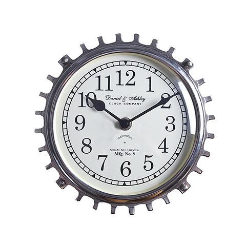 Часы настенные (45-382-24)Часы<br>Дизайнерские круглые настенные часы в форме шестеренки от Roomers (Румерс).<br><br>stock: 14<br>Высота: 24<br>Ширина: 11<br>Материал: металл, стекло<br>Цвет: chrom<br>Длина: 24<br>Ширина: 11<br>Высота: 24<br>Длина: 24