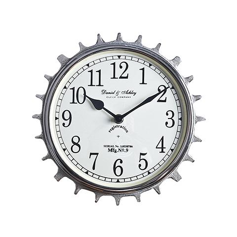 Часы  (48-310-25)Часы<br>Дизайнерские настенные часы в форме шестеренки в стиле Лофт от Roomers (Румерс).<br><br>stock: 15<br>Высота: 25<br>Ширина: 8<br>Материал: металл, стекло<br>Цвет: chrom<br>Длина: 25<br>Ширина: 8<br>Высота: 25<br>Длина: 25