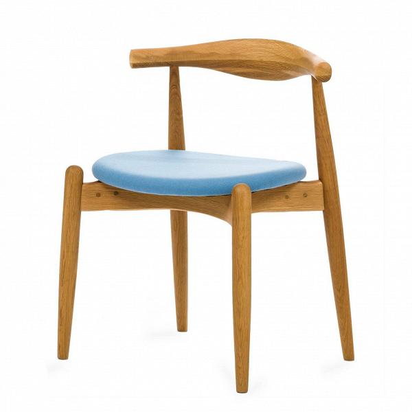 Стул ElbowИнтерьерные<br>Дизайнерский низкий креативный стул Elbow (Элбоу) из дерева с мягкой обивкой сиденья и спинки от Cosmo (Космо).<br><br>     Если вас пугают эксперименты и экстравагантные формы или ваш интерьер выдержан в эстетике минимализма, вВарсенале культового датского дизайнера Ханса Вегнера найдется ряд классических моделей для безупречно элегантной обстановки. Одна из них — стул CH20, или стул Elbow, созданный в 1956 году.<br><br><br>     Этот оригинальный стул — воплощение минимализма: низкая спинка, гори...<br><br>stock: 0<br>Высота: 71,5<br>Высота сиденья: 45<br>Ширина: 55<br>Глубина: 47<br>Материал каркаса: Массив дуба<br>Тип материала каркаса: Дерево<br>Материал сидения: Шерсть, Нейлон<br>Цвет сидения: Голубой<br>Тип материала сидения: Ткань<br>Коллекция ткани: T Fabric<br>Цвет каркаса: Светло-коричневый<br>Дизайнер: Hans Wegner