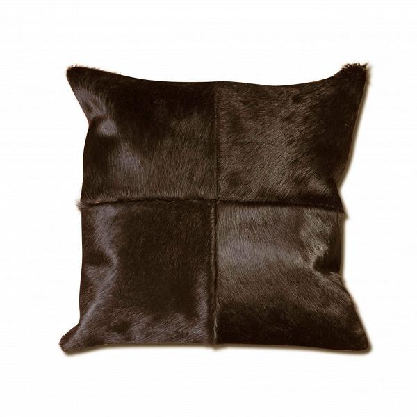 Подушка OxfordДекоративные подушки<br>Дизайнерская подушка Oxford (Оксфорд) ручного производтсва из шкуры от Cosmo (Космо).<br>Порой совсем недостаточно обставить ваше жилище одной лишьВмебелью, для того чтобы оно был стильным и презентабельным. Лишь дополнительные штрихи в виде декора завершают облик и придают ему неповторимый характер.<br><br> Оригинальная подушка Oxford в этом смысле отличный инструмент, с помощью которого можно расставить акценты и дополнить дизайн интерьера.ВИзделие из натуральной шкуры коровы представле...<br><br>stock: 10<br>Ширина: 45<br>Материал: Шкура<br>Цвет: Темно-коричневый<br>Длина: 45<br>Состав основы: Кожа<br>Тип производства: Ручное производство